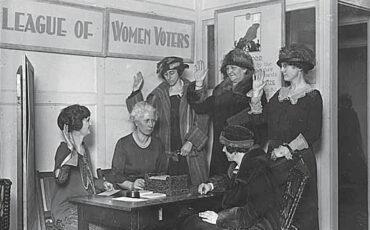 LWVMN-Member-swearing-in-circa-1923