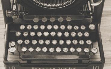 black-vintage-typewriter-163084